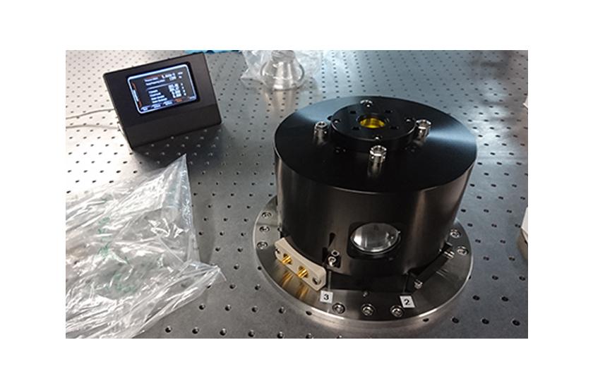 optical cryostat HV Objective and LCC Sample Holder 1