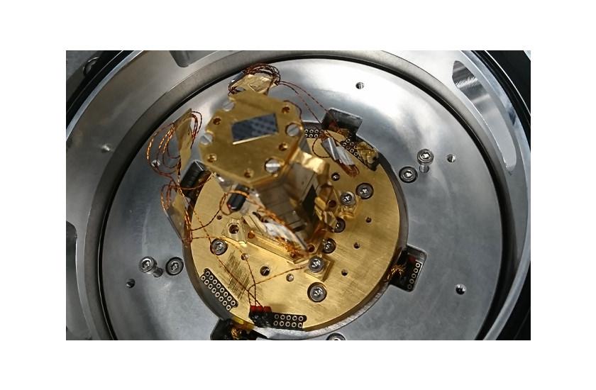 optical cryostat Vacuum Objective Shroud 1