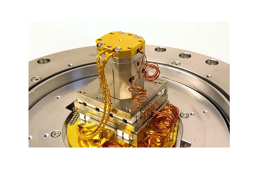 optical cryostat Large Space Shroud with 5 Windows 2